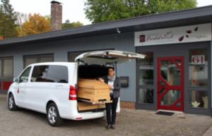 Bestattungsinstitut Herbstwind - Carola Shaake-Allendorf bei der Arbeit
